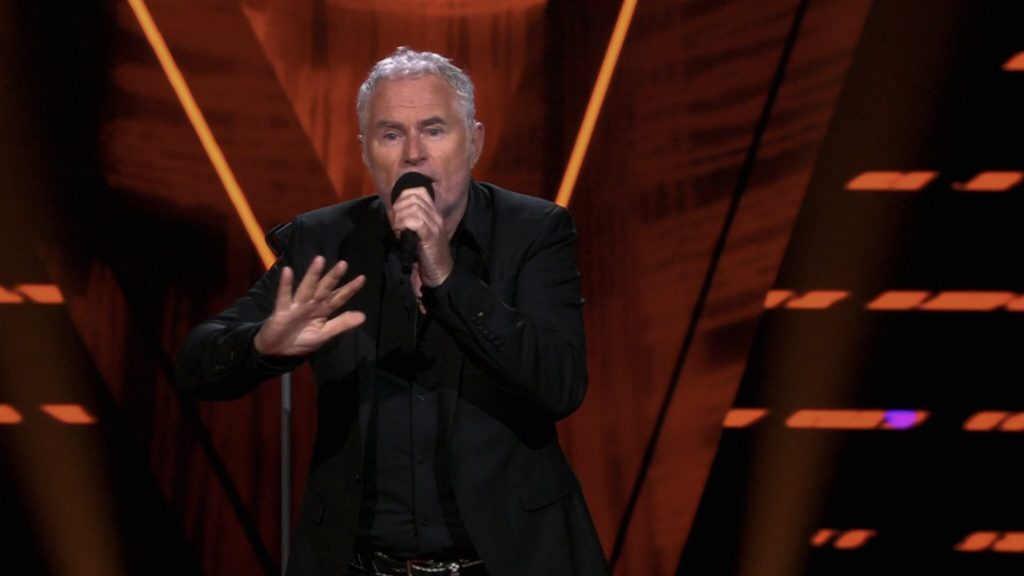 Phil Bee stuns viewers of The Voice Senior away with a performance
