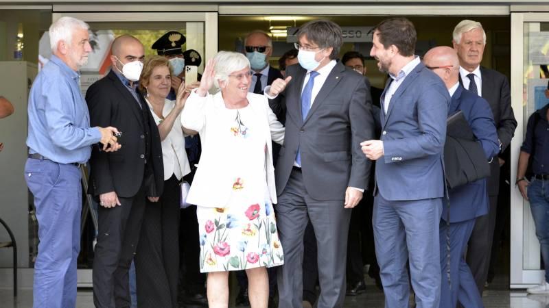 Puigdemont a temporarily free man;  Italian judge suspends sentence