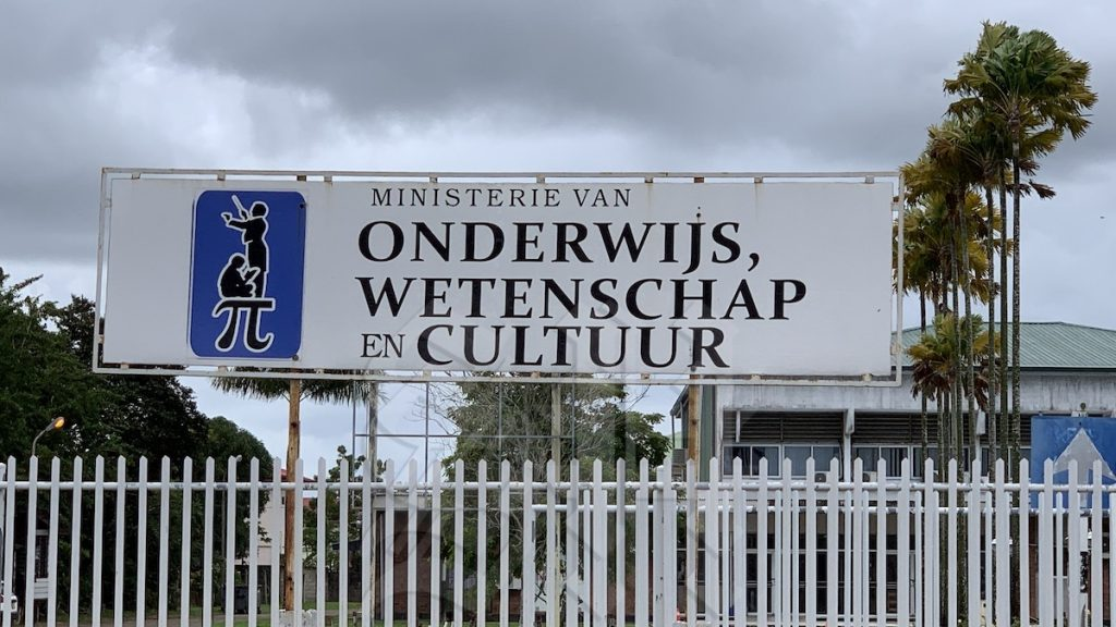 The Ministry of Education, Science and Culture earns money from renting a school - Dagblad Suriname
